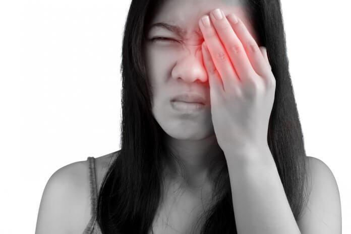 dolor de ojo izquierdo